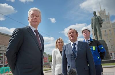 Мэр Москвы Сергей Собянин осмотрел ход работ по благоустройству Триумфальной площади