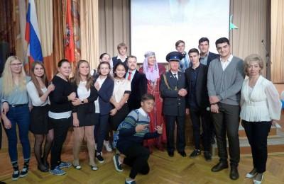 В честь праздника аппарат Совета депутатов организовал красочный концерт с участием заслуженных артистов России