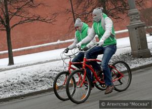 Участники первого зимнего московского велопарада