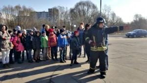Школьники района Братеево на экскурсии по пожарной части