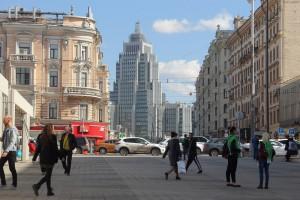 Москвичи на Триумфальной площади