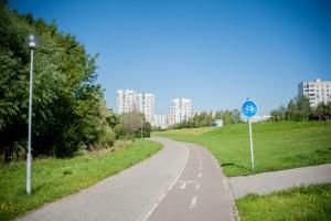 Велодорожка в парке в пойме реки Городни