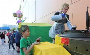 Жителей района Братеево кормят солдатской кашей