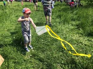 Юных жителей ЮАО учили мастерить воздушных змеев