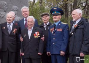 Мэр Москвы Сергей Собянин с ветеранами ВОВ