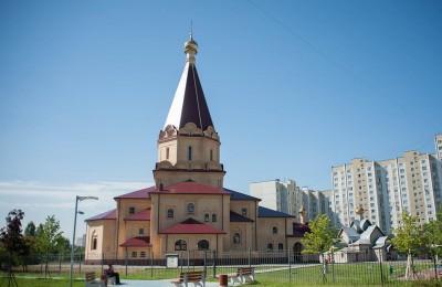 Храм Живоначальной Троицы и Усекновения Главы Иоанна Предтечи в районе Братеево