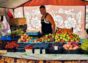 В районе Братеево с сегодняшнего дня началась торговля клубникой
