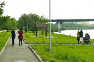 Набережная возле Москвы-реки в районе Братеево