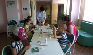 Дети района Братеево осваивают технику квиллинга