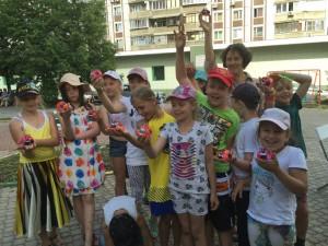 Дети района Братеево со своими поделками