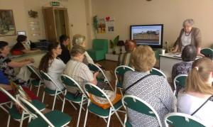 Жители района Братеево слушают лекцию о Василии Пушкине