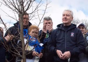 Мэр Москвы Сергей Собянин на субботнике в парке Братцево
