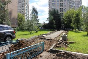 Работы по благоустройству на улице Борисовские пруды