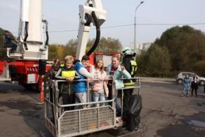Школьники района Братеево посетили местную пожарную часть