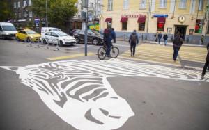 Пешеходная зебра рядом с зоопарком