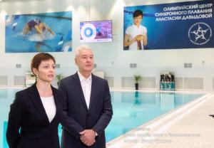 Сергей Собянин во время осмотра нового центра водных видов спорта в Москве
