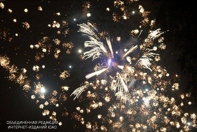 Неменее 10 видов фейерверков запустят в столице России вновогоднюю ночь