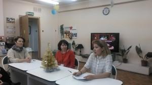 Режиссер кукольного театра Елена Трещинская в библиотеке №150