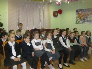 Юные жители района на новогодней встрече в библиотеки на Ключевой