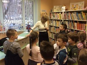 Юные жители района на экскурсии по библиотеке