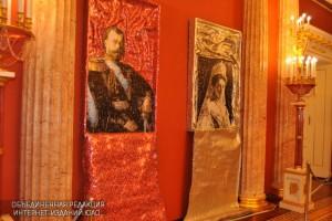 Художник из Греции показал жителям ЮАО алюминиевые портреты Романовых