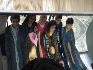 """Ученики 5А класса школы №1034 на интерактивной выставке """"Зазеркалье"""""""