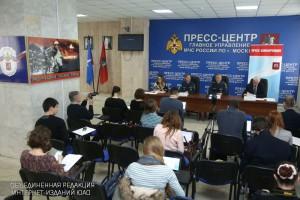 Уже более 130 ветеранам помогли сотрудники МЧС Москвы в рамках Года гражданской обороны