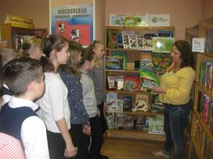 Старшеклассники Братеева на книжной выставке