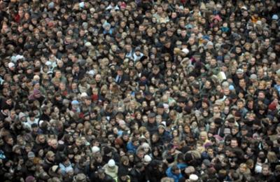 Жители Москвы во время массового мероприятия
