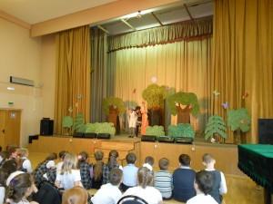 "Школьники на спектакле творческого коллектива ""Звёздочка"""