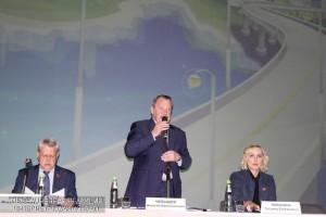 Префект ЮАО Алексей Челышев обсудил реновацию с жителями округа