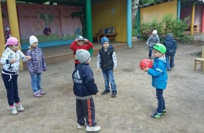 Воспитанники детского сада поиграли на свежем воздухе