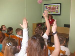 Дети участвуют в игре-путешествии на тему здоровья
