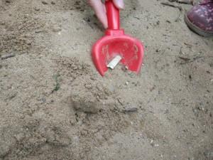 Некачественный песок в песочнице