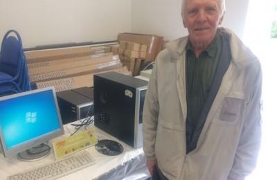 Пенсионер Лев Кладов получил в дар новый компьютер
