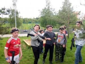Юные спортсмены сыграли в лазер-таг в Братеевском парке