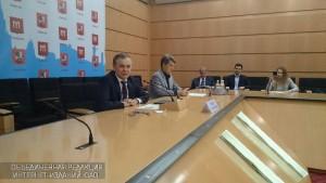 Руководитель Департамента развития новых территорий Владимир Жидкин на пресс-конференции