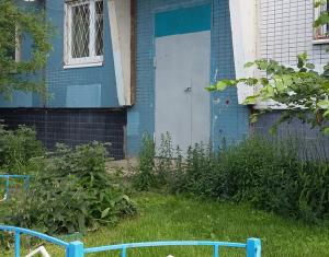 Дверь подъезда перекрашена