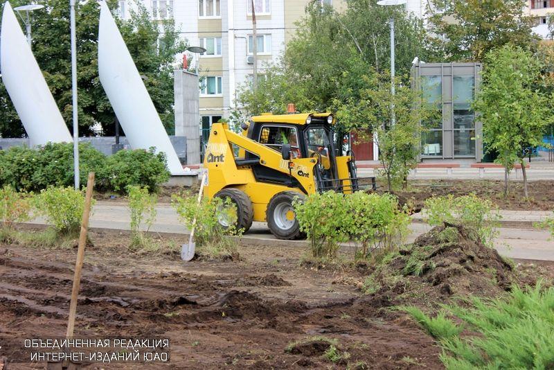 Работы по озеленению в районе Братеево