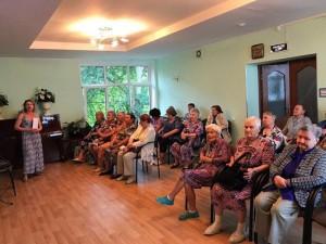Посетители ЦСО послушали песни Эдиты Пьехи