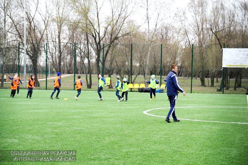Тренировки по футболу в районе Братеево
