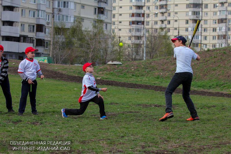Игра в бейсбол в районе Братеево