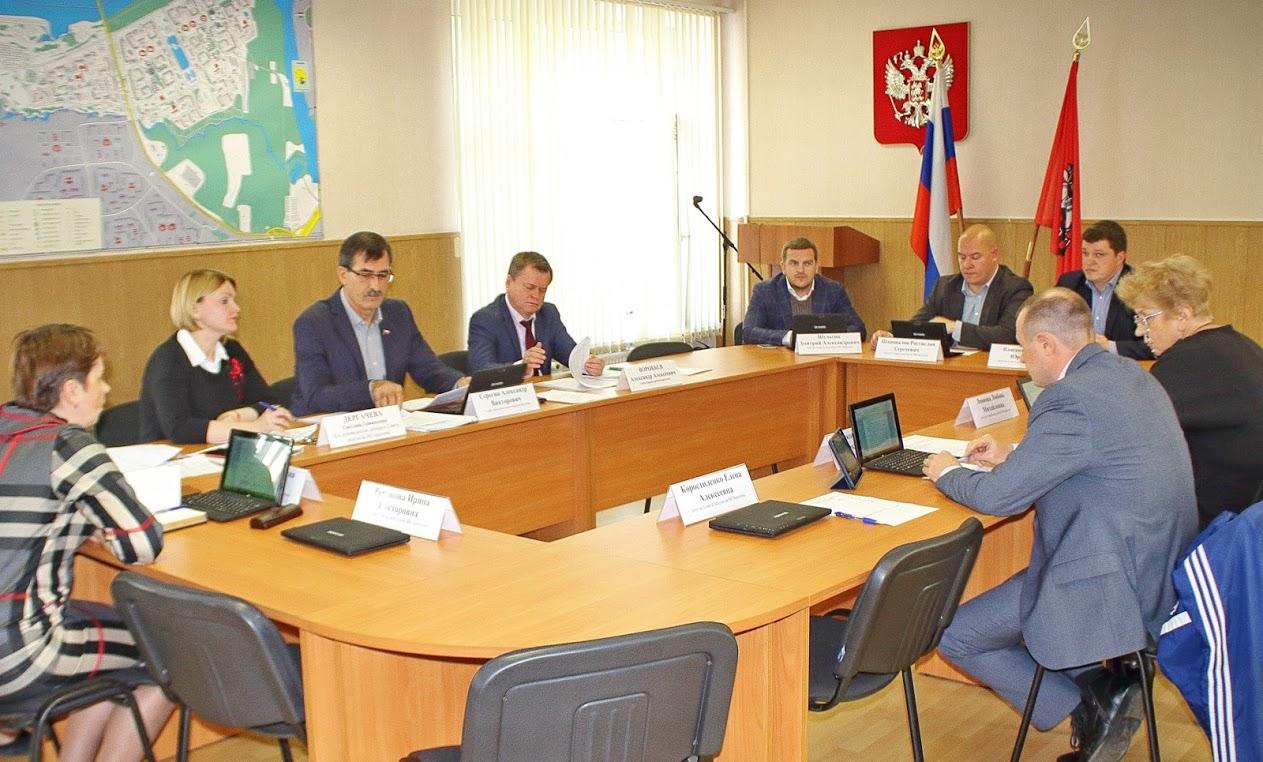 Парламентарии Братеева обратились с запросом к дирекции МНПЗ о вредных выбросах в атмосферу
