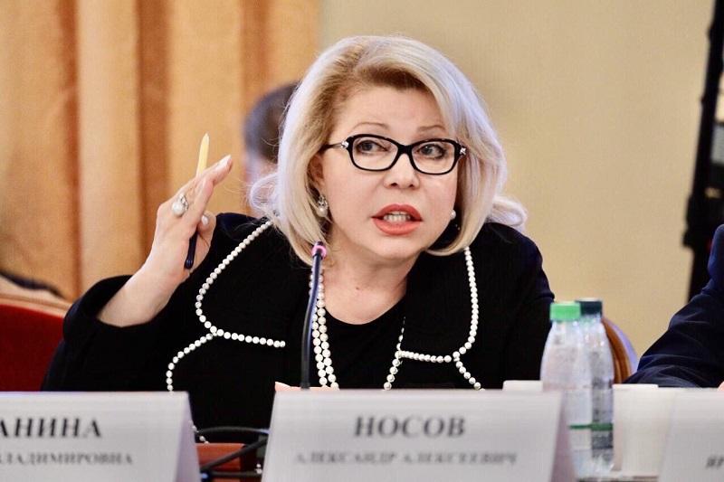 Елена Панина, Пасха